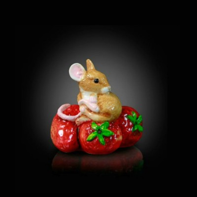 MOUSE ON STRAWBERRIES