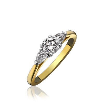 THREE STONE DIAMOND RING FEATURING CENTRE ROUND BRILLIANT CUT DIAMOND
