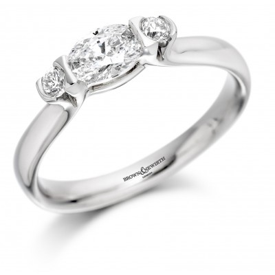 THREE STONE DIAMOND RING FEATURING CENTRE OVAL CUT DIAMOND