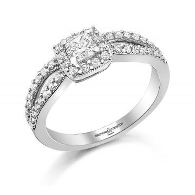 SPLIT SHOULDER VINTAGE STYLE CUSHION SHAPED CLUSTER DIAMOND RING