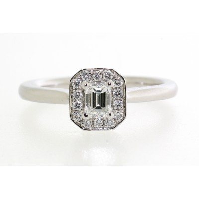 VINTAGE STYLE EMERALD CUT CENTRE CLUSTER DIAMOND RING